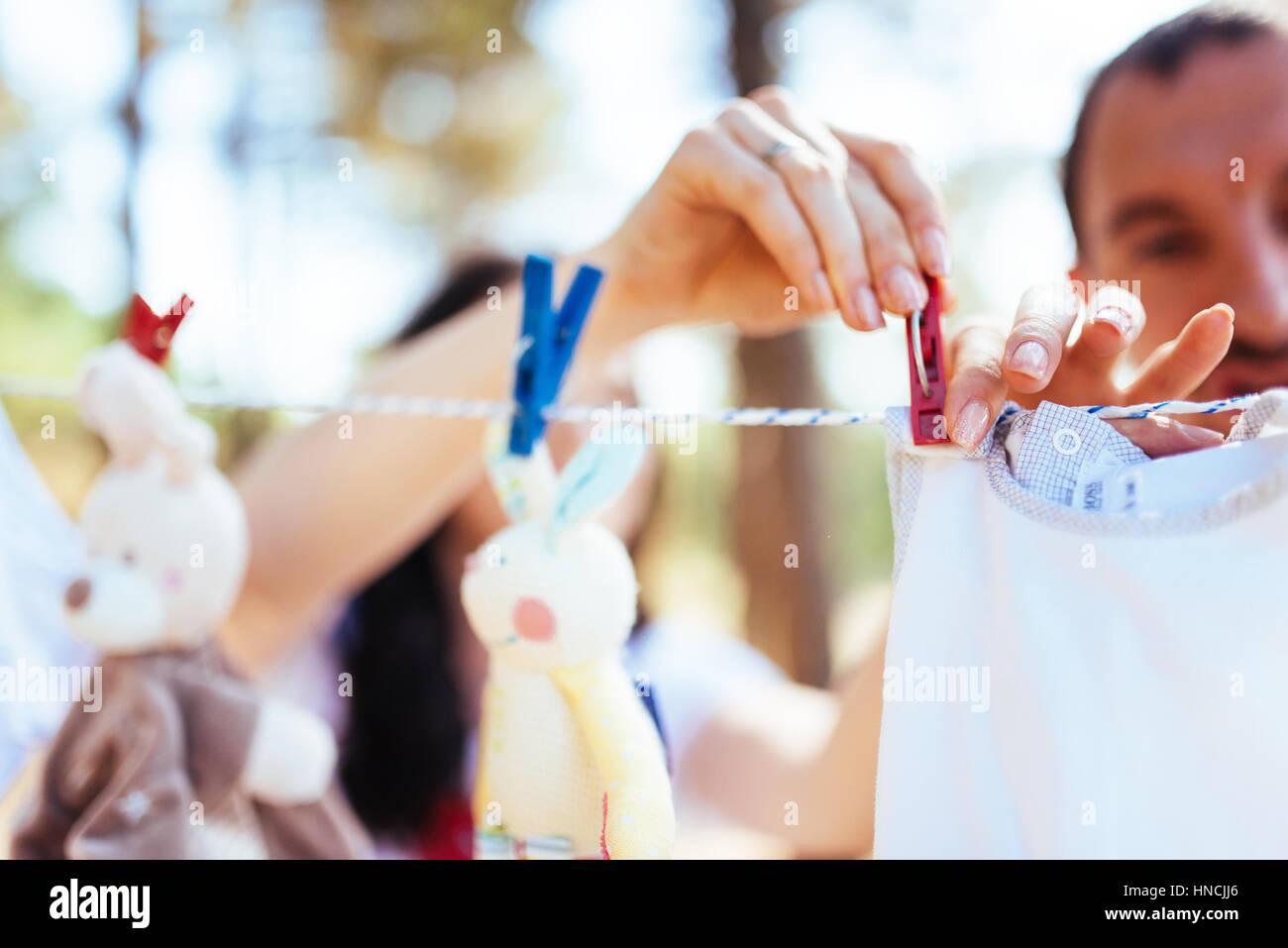 Ropa infantil para las niñas en el jardín Imagen De Stock