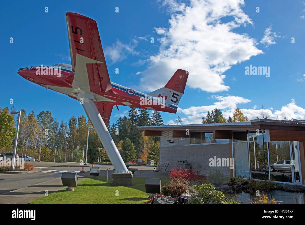 Un Snowbird CT-114 en la exhibición en el Comox información centerHighway 19 en el Comox Valley Parkway, en la isla Foto de stock
