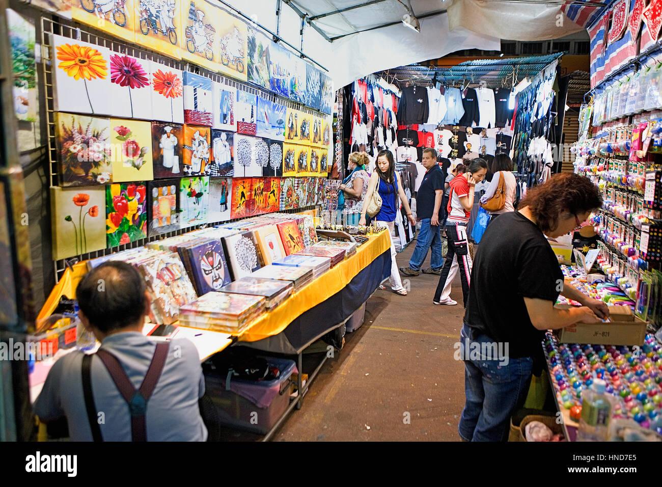 El mercado nocturno de la calle Temple, Kowloon, Hong Kong, China Imagen De Stock