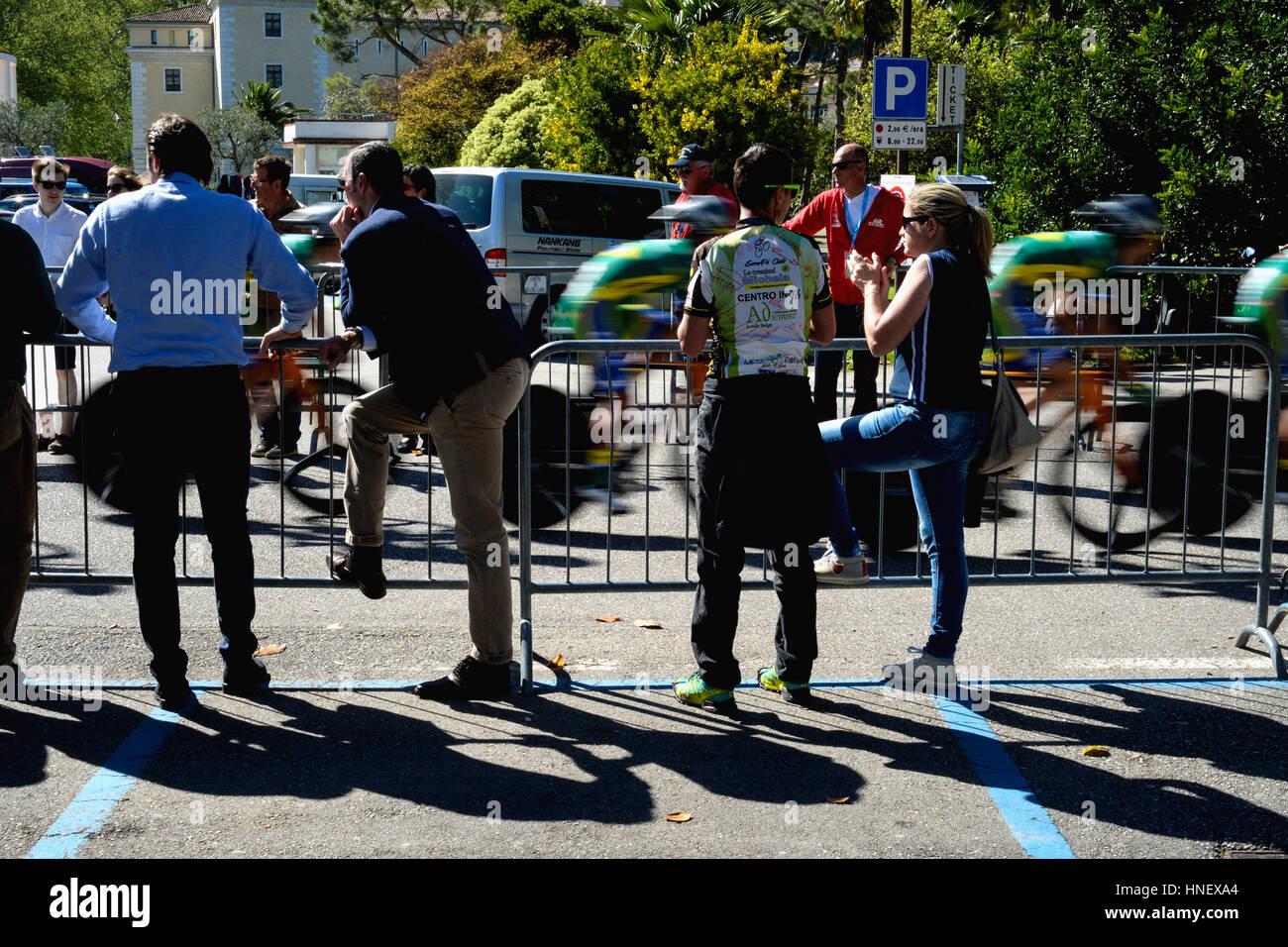 Una contrarreloj en Riva del Garda para el Giro d'Italia Imagen De Stock