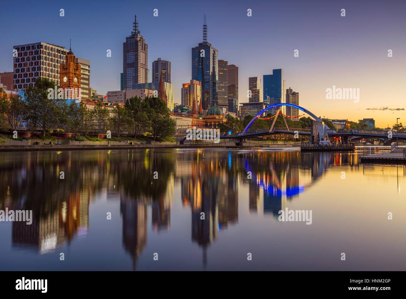 Ciudad de Melbourne. Imagen del paisaje urbano de Melbourne, Australia, durante el verano, el amanecer. Imagen De Stock