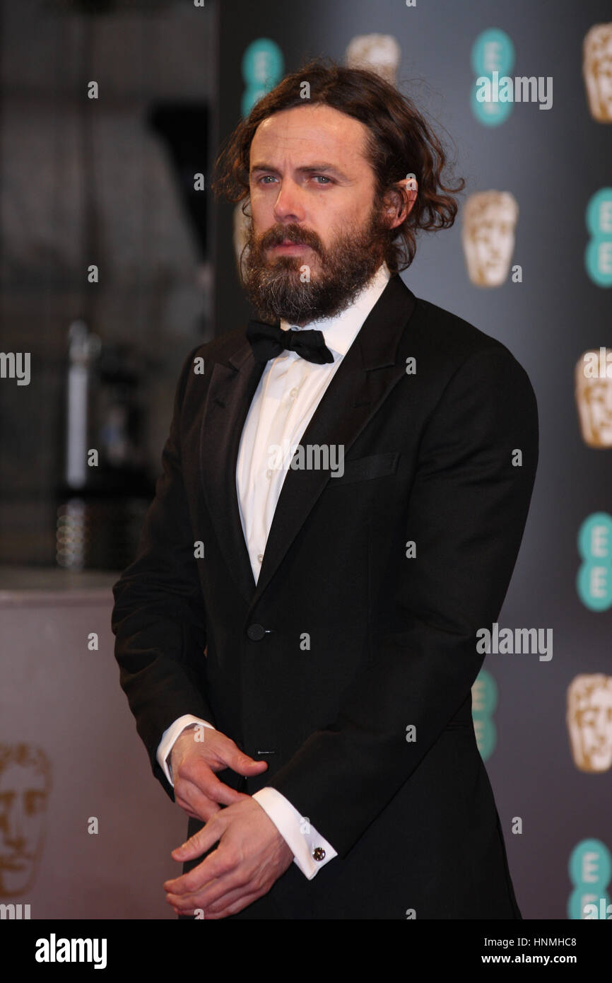 Londres - Feb 12, 2017: Casey Affleck asiste a los EE British Academy Film Awards (BAFTA) en el Royal Albert Hall Imagen De Stock