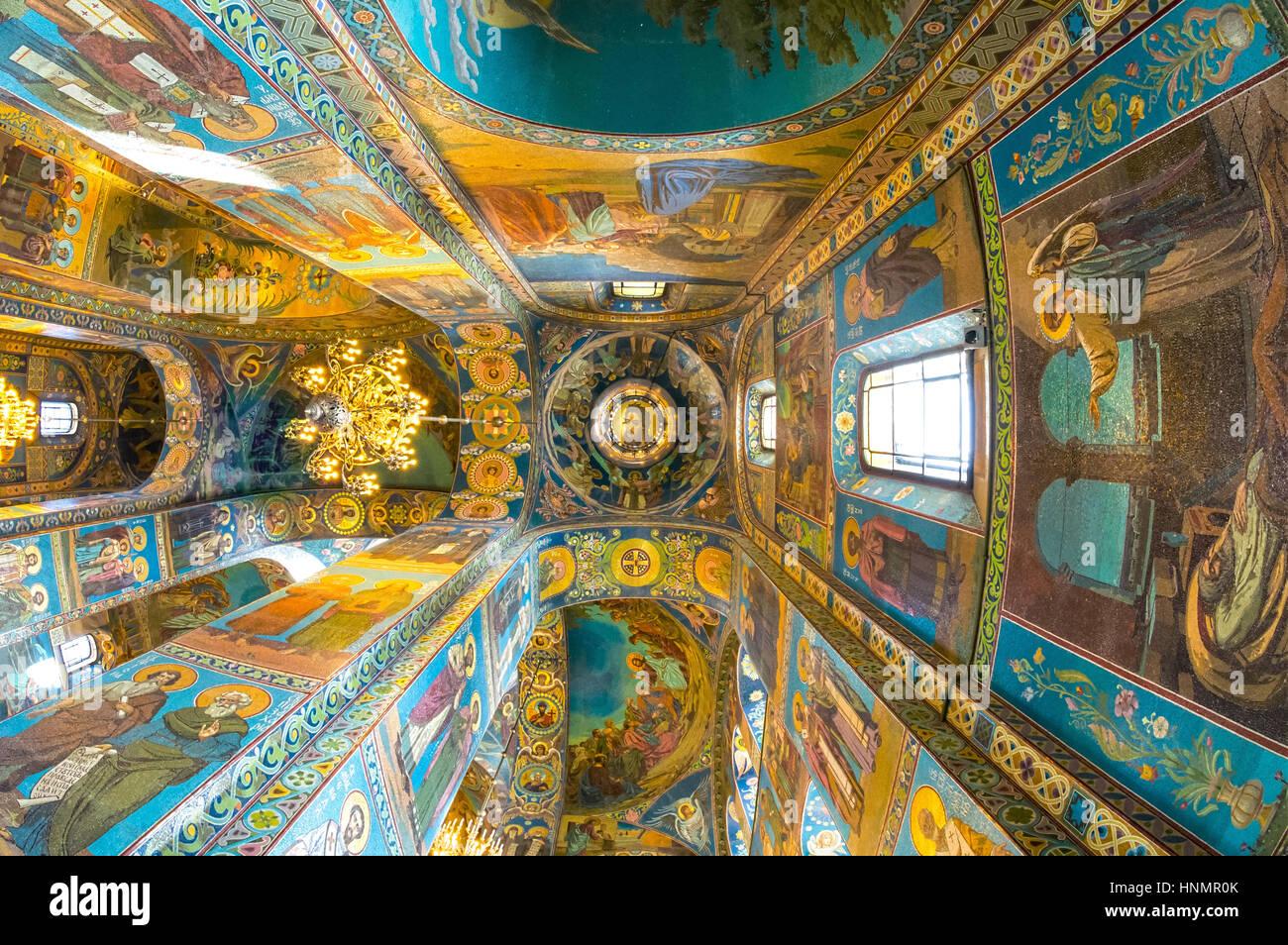 ST. Petersburgo, Rusia, 14 de julio de 2016: el interior de la Iglesia de El Salvador sobre la Sangre Derramada. Imagen De Stock
