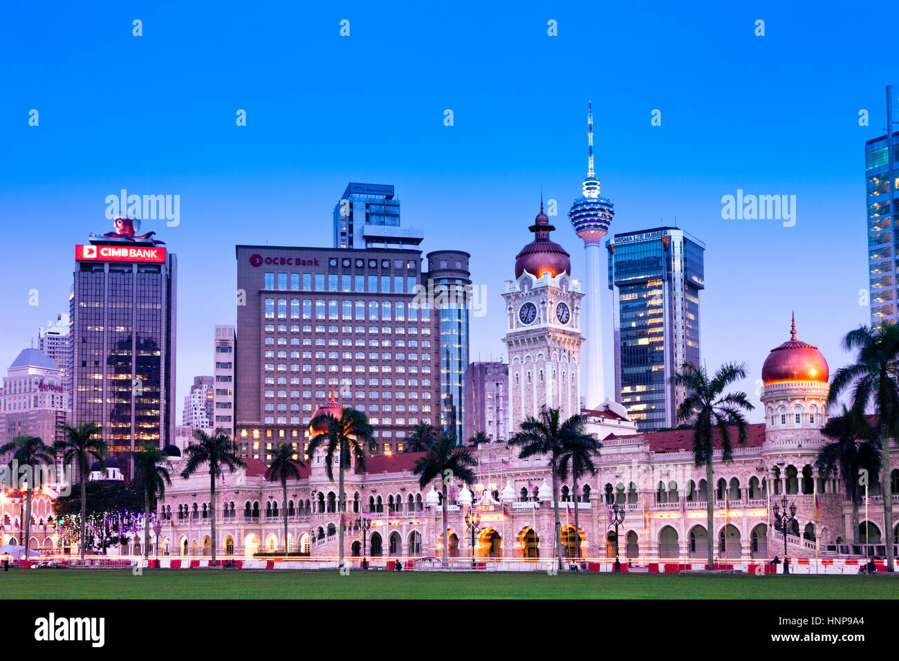 Kuala Lumpur, Malasia - 23 de noviembre: el edificio Sultán Abdul Samad en la noche del 23 de noviembre de Imagen De Stock