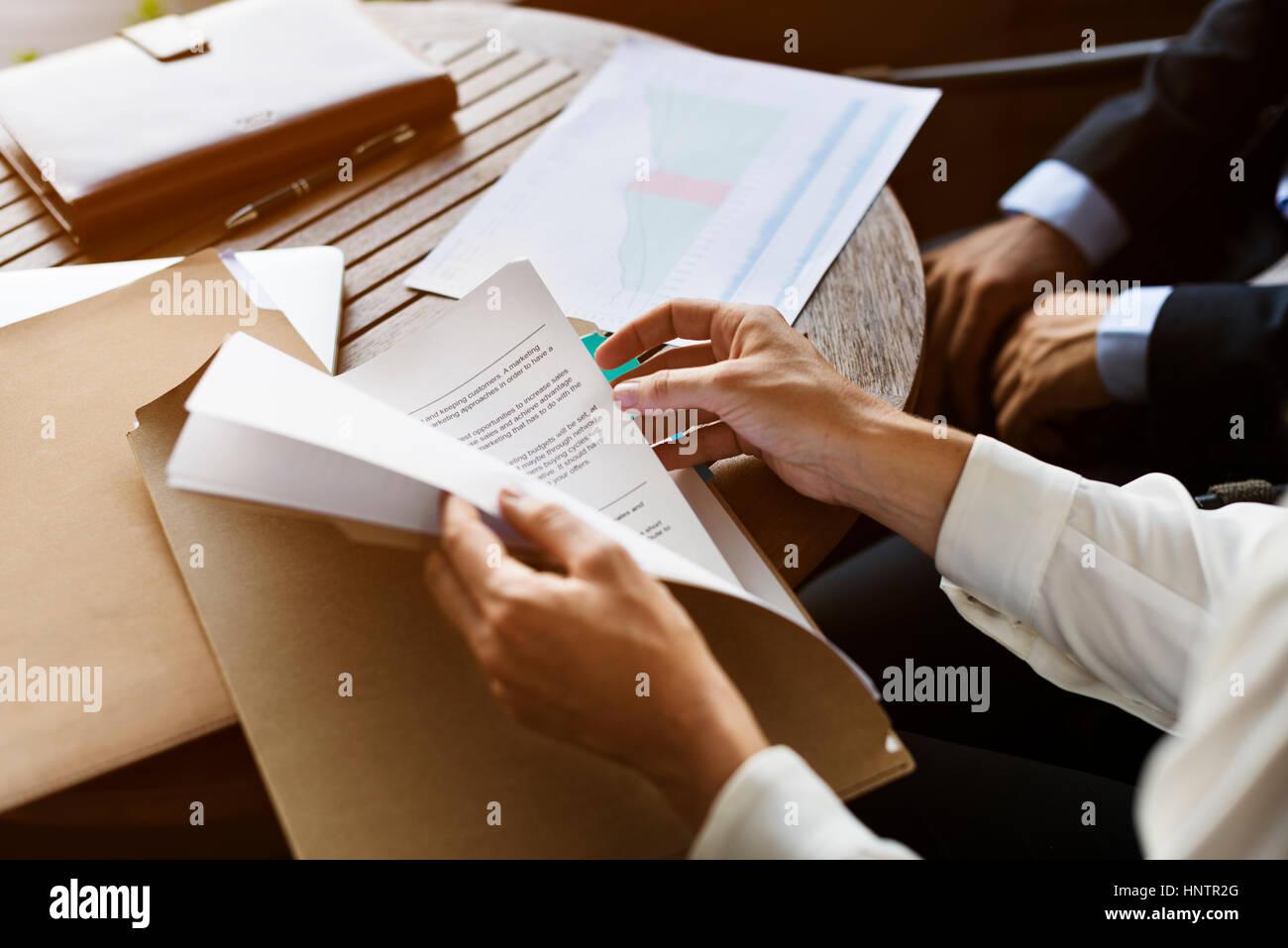 Informe de negocios Resumen gráfico de manos Imagen De Stock