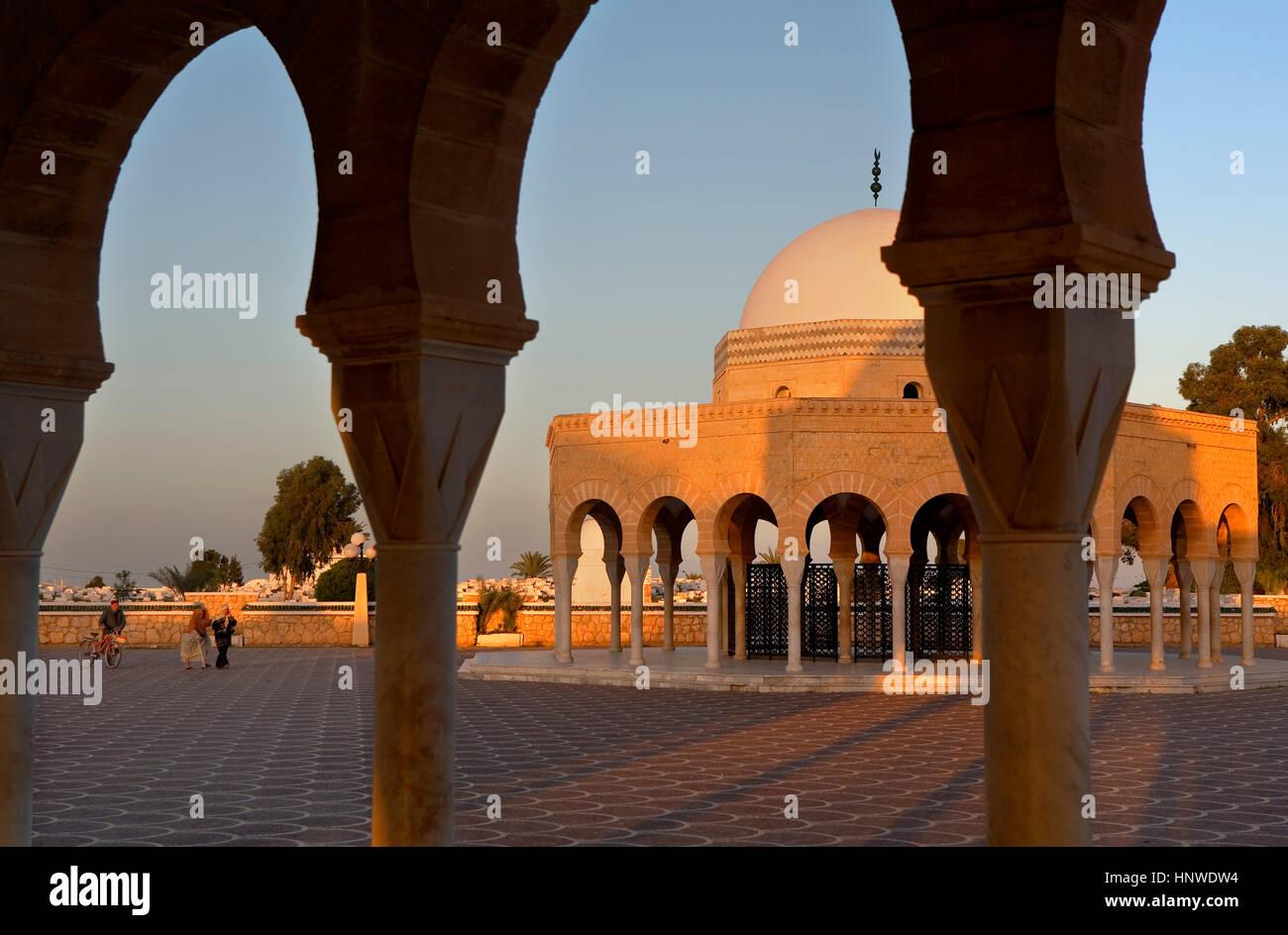 En la entrada a la tumba mausoleo de bourguiba, Túnez: Monastir Foto de stock