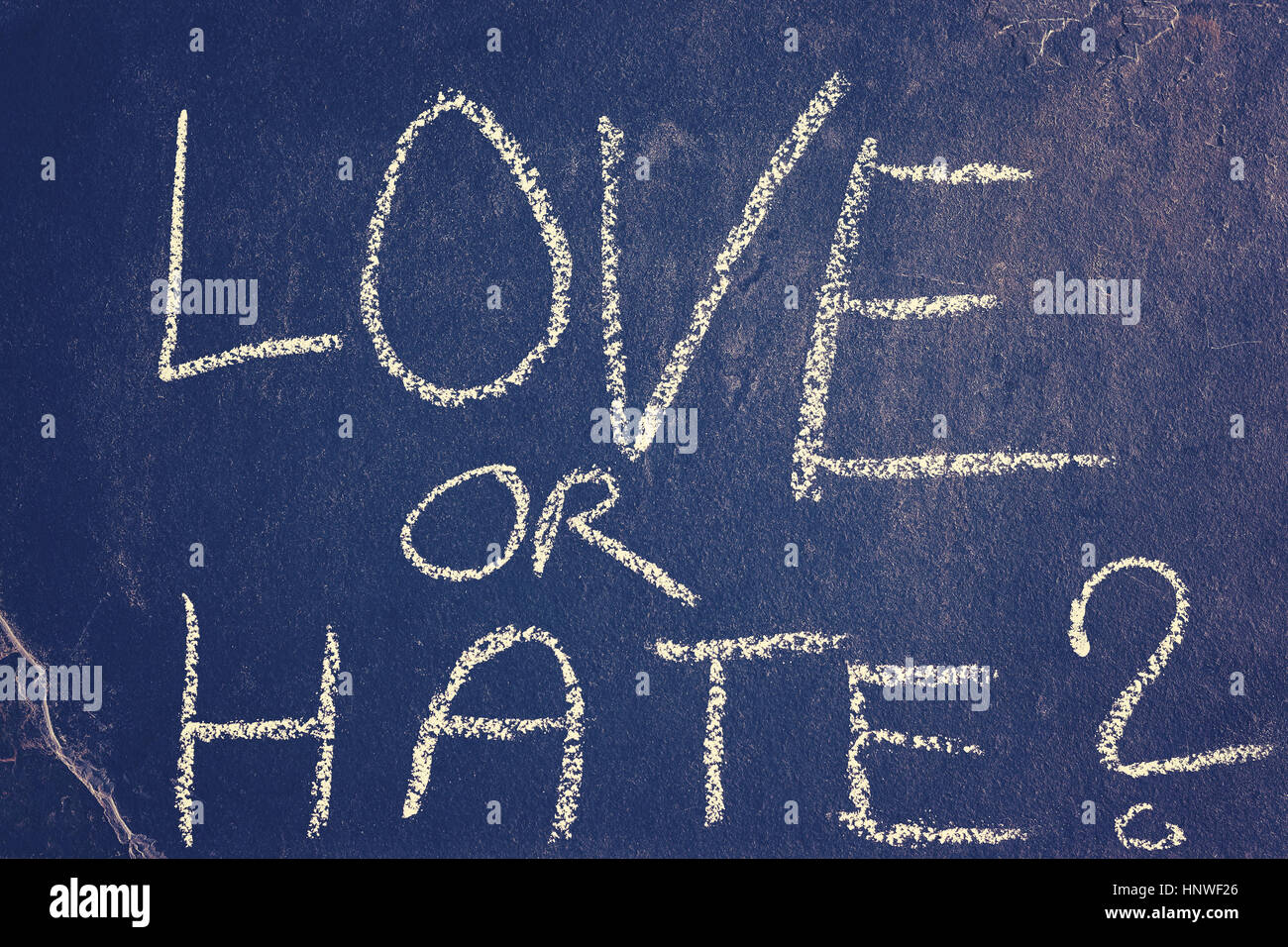 Dibujo de tiza el amor o el odio, la tonalidad de color aplicado, imagen conceptual. Imagen De Stock