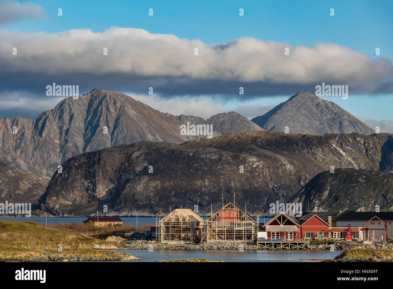 Vista de Sommaroy Isla Noruega del ártico en otoño. Imagen De Stock