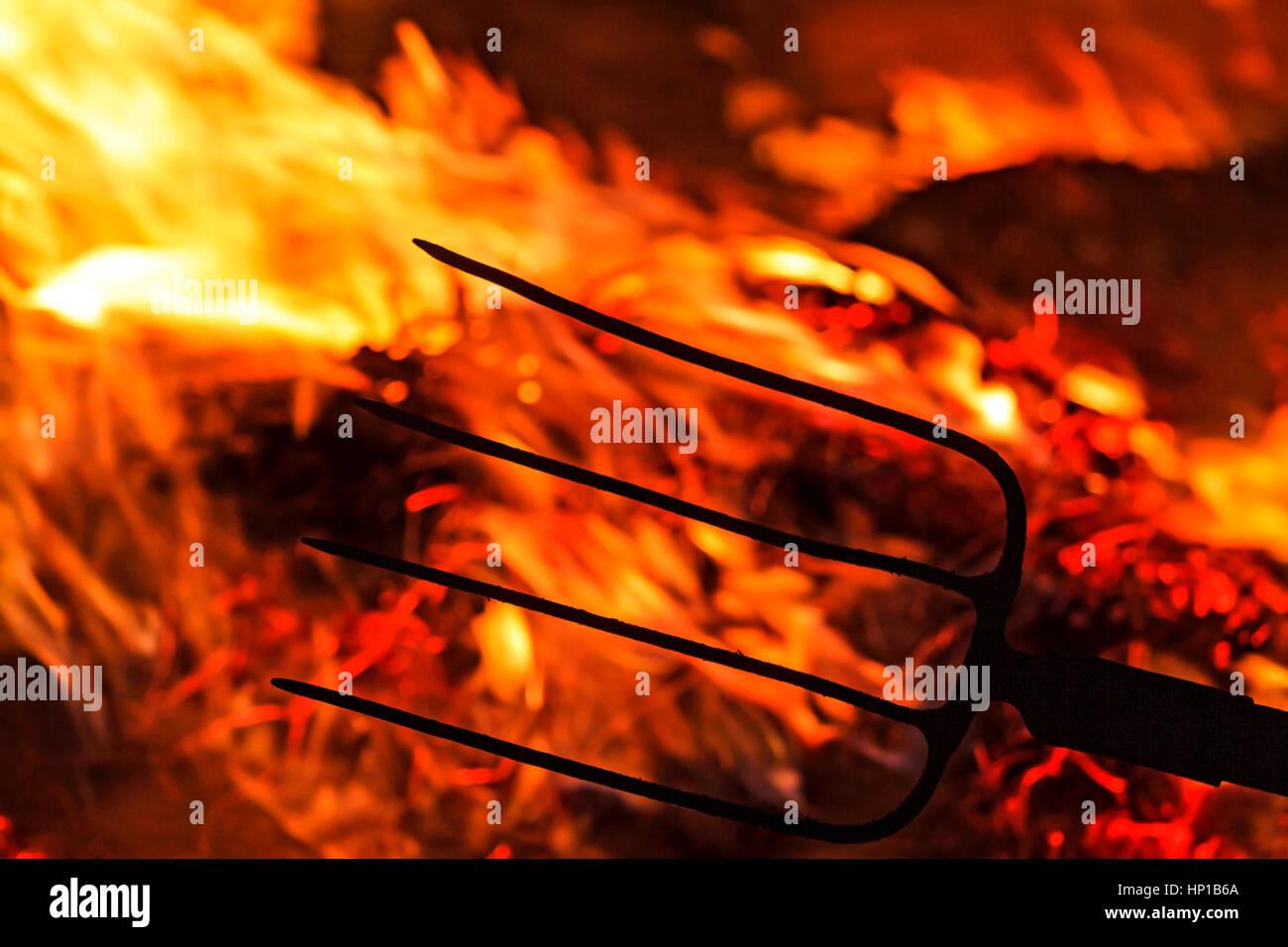 Horquilla en las llamas de la revolución, conflicto, guerra