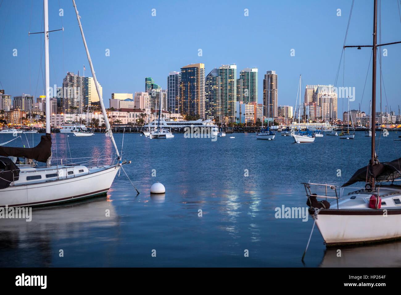 Luz del atardecer sobre la bahía de San Diego, en el sur de California. Foto de stock