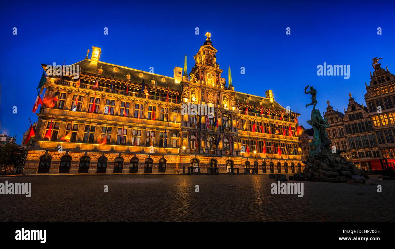 El Ayuntamiento de Amberes Foto de stock