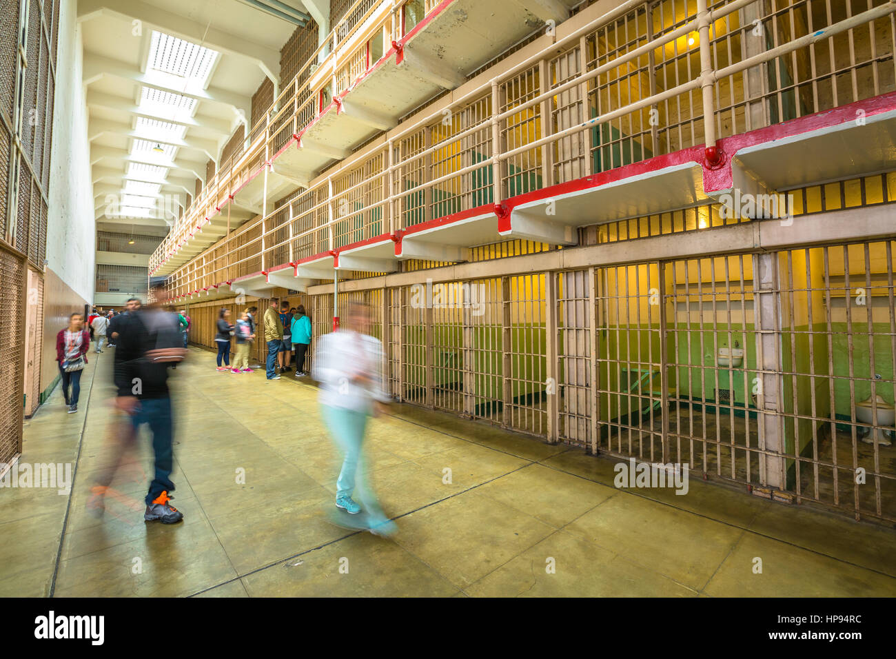 San Francisco, California, Estados Unidos - 14 de agosto de 2016: sala principal con tres filas de bloques de celdas Foto de stock