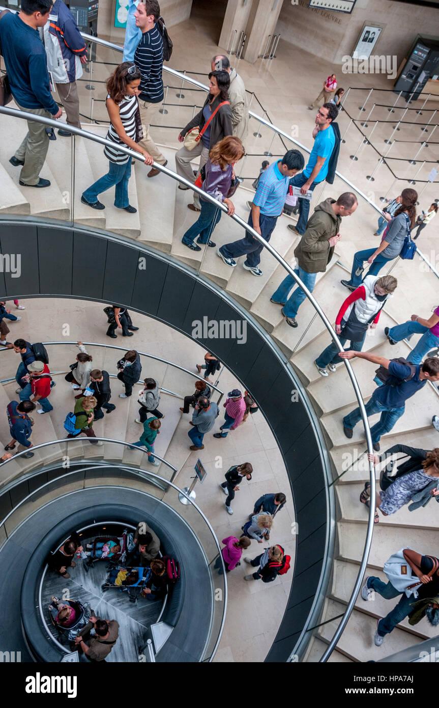 Escalera en el Museo del Louvre, París, Francia, Europa Foto de stock