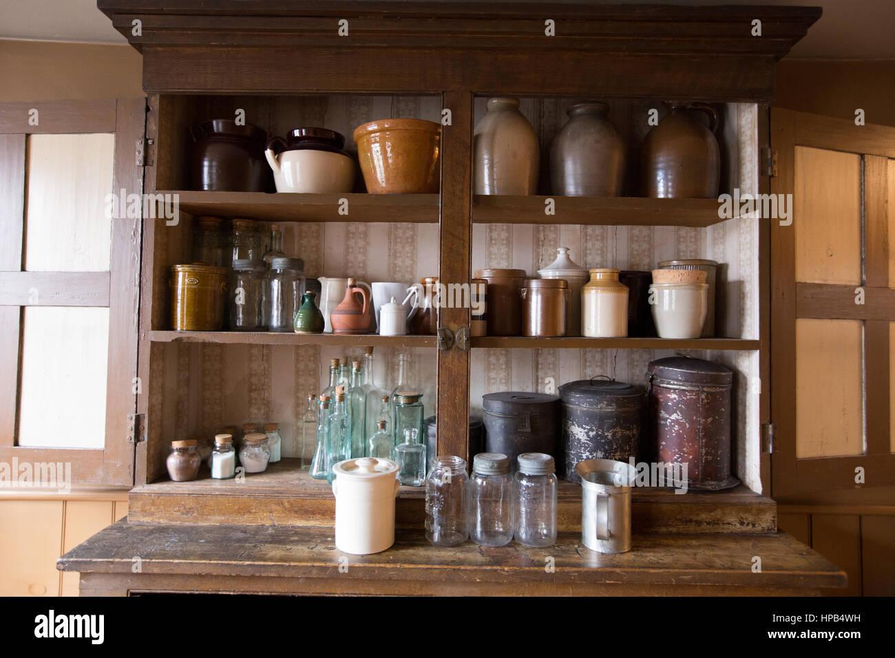 Vintage Kitchen Cabinet Fotos E Imágenes De Stock Alamy