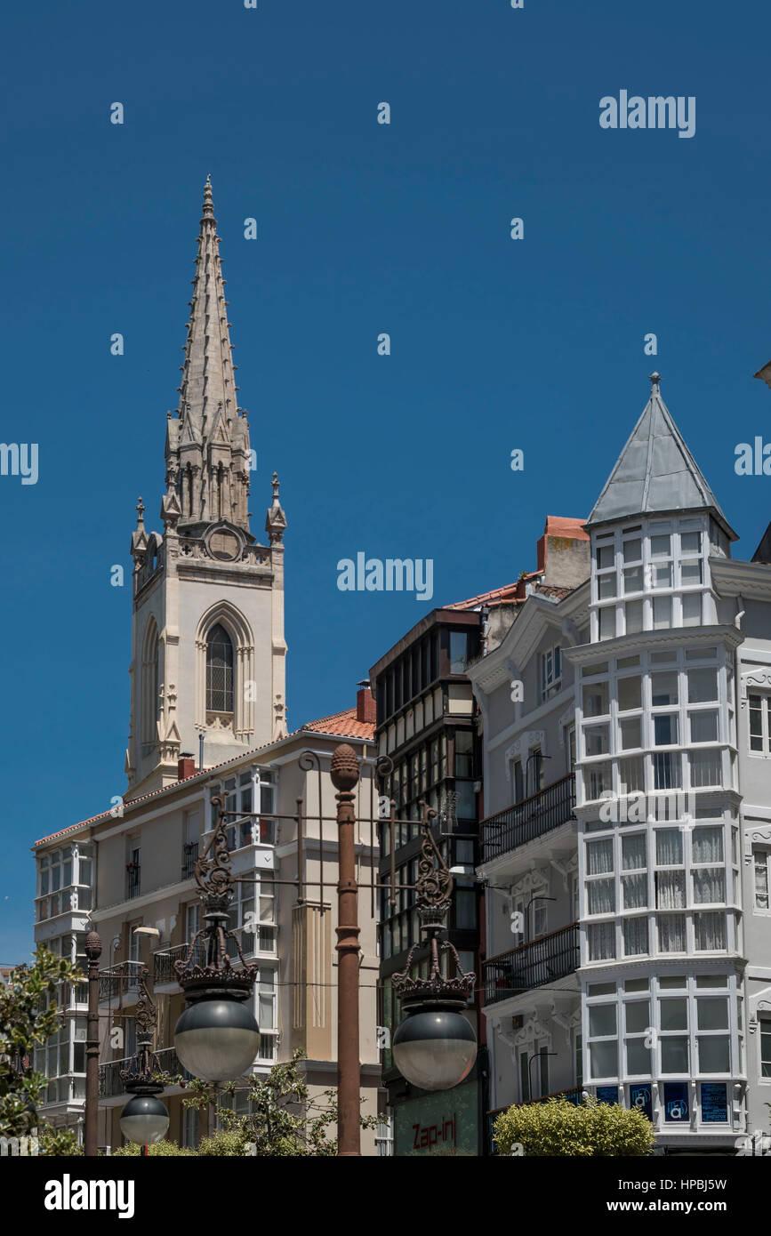 La arquitectura del centro de la ciudad de Santander, Cantabria. Imagen De Stock