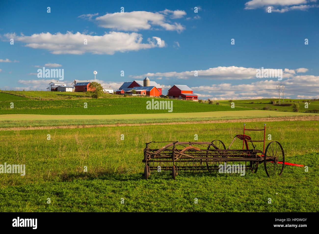 Una granja Amish en el campo cerca de Cedrón, Ohio, EE.UU. Imagen De Stock