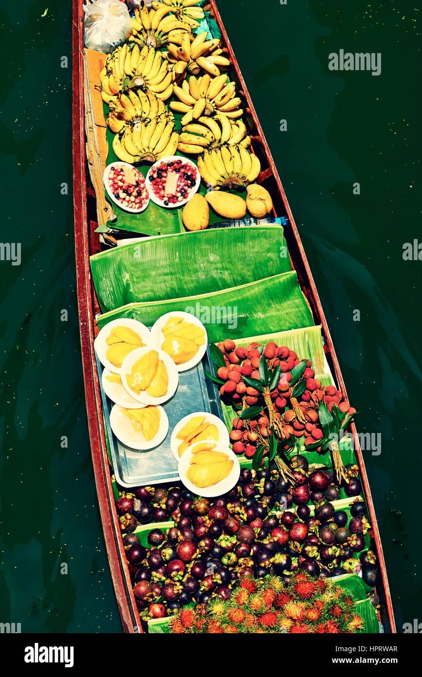 Tradicional Mercado flotante de Damnoen Saduak, cerca de Bangkok Imagen De Stock