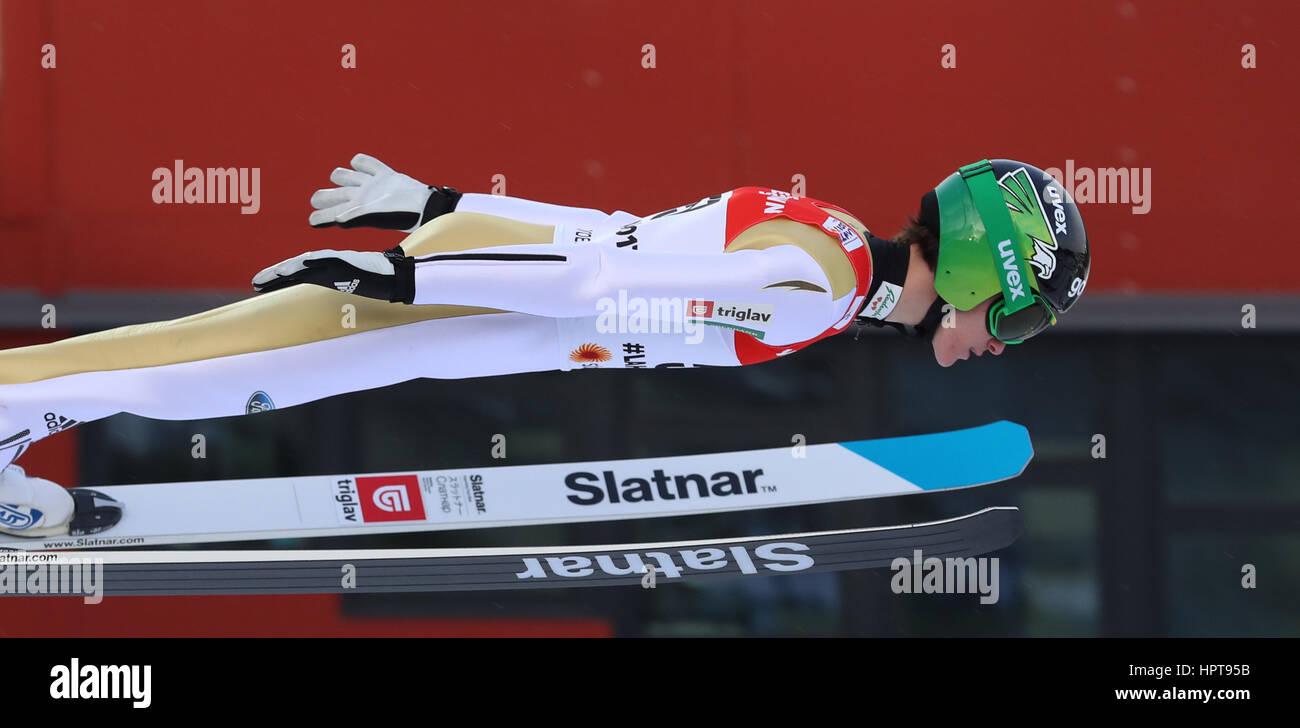 Lahti, Finlandia. 24 Feb, 2017. Atleta esloveno Peter Prevc en acción en el Campeonato Mundial de Esquí Nórdico Foto de stock