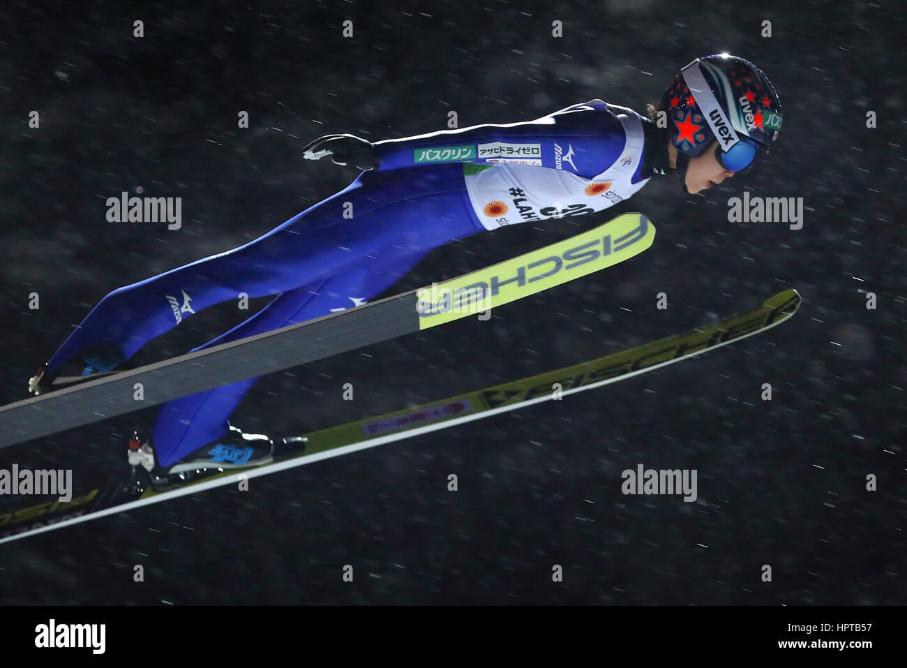 Lahti, Finlandia. 24 Feb, 2017. Atleta japonés Yuki Ito en mitad del aire en el Campeonato Mundial de Esquí Nórdico Foto de stock