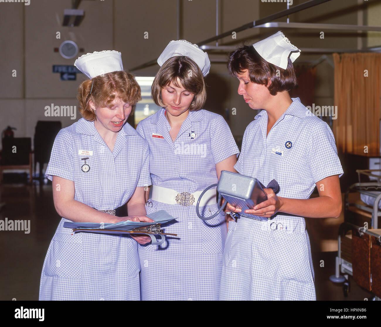 Comadronas en la Sala de Maternidad (1990) en el hospital privado, la ciudad de Westminster, London, Greater London, Foto de stock