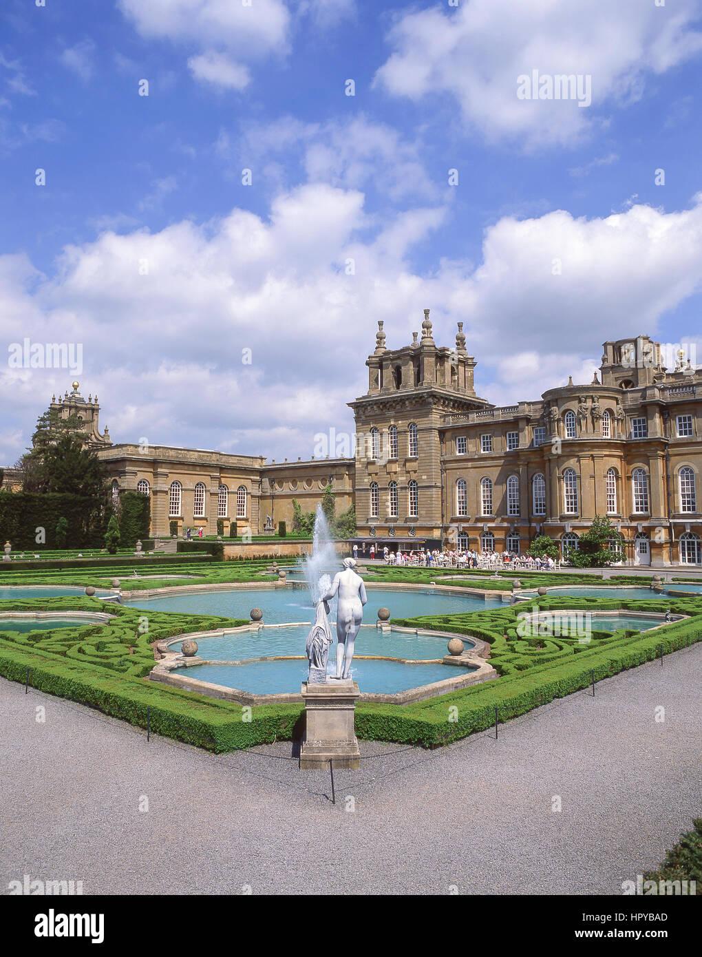 El agua terrazas en el Palacio de Blenheim, Woodstock, Oxford, Oxford, Inglaterra, Reino Unido Imagen De Stock