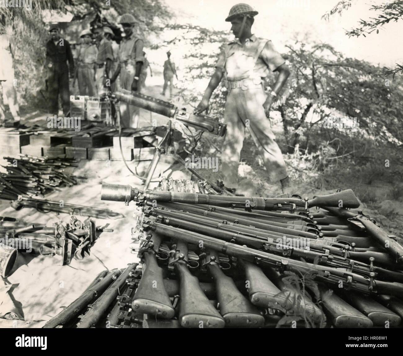 Apilando rifles militares pakistaníes, Pakistán 1965 Imagen De Stock