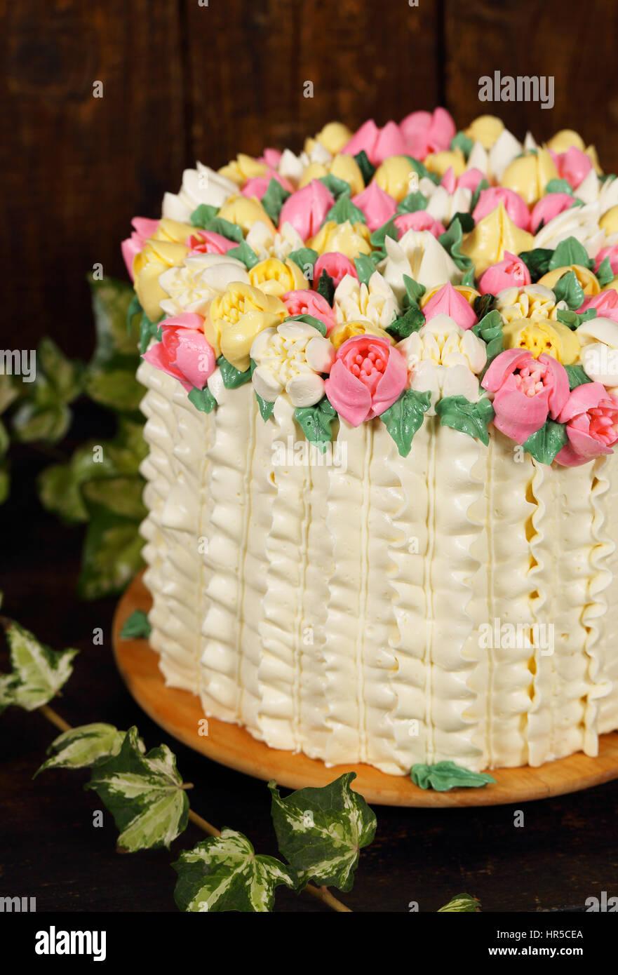 Hermoso pastel con decoraci n de primavera canasta de tulipanes para el d a de san valent n y - Decoracion para el dia de la madre ...