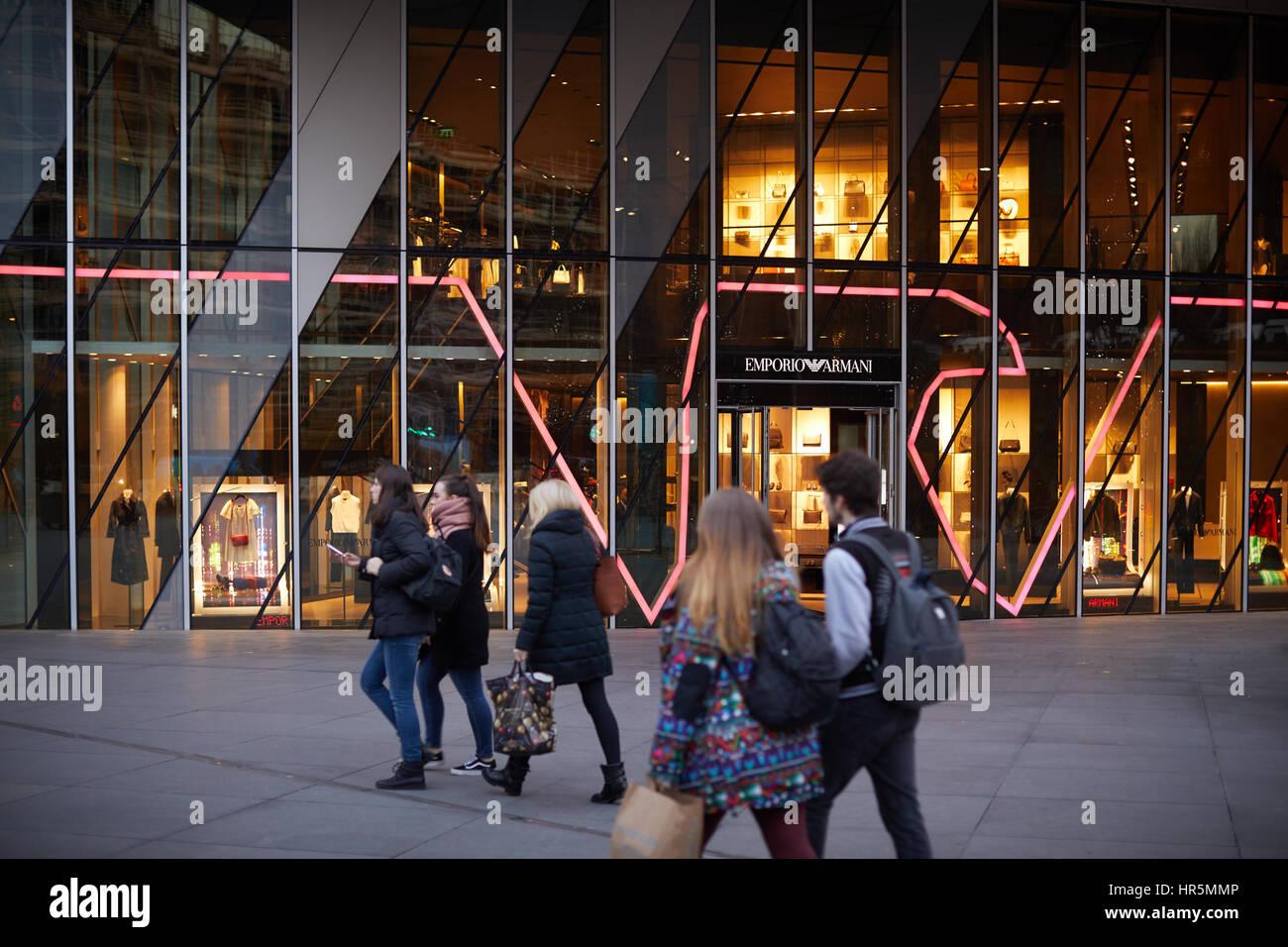 Emporio Armani Tienda De Ropa De Disenador De Moda Italiano Giorgio Armani Casa Fundada En El Numero 1 De La Avenida Spinningfiled Square Manchester Inglaterra Foto Imagen De Stock 134735686 Alamy