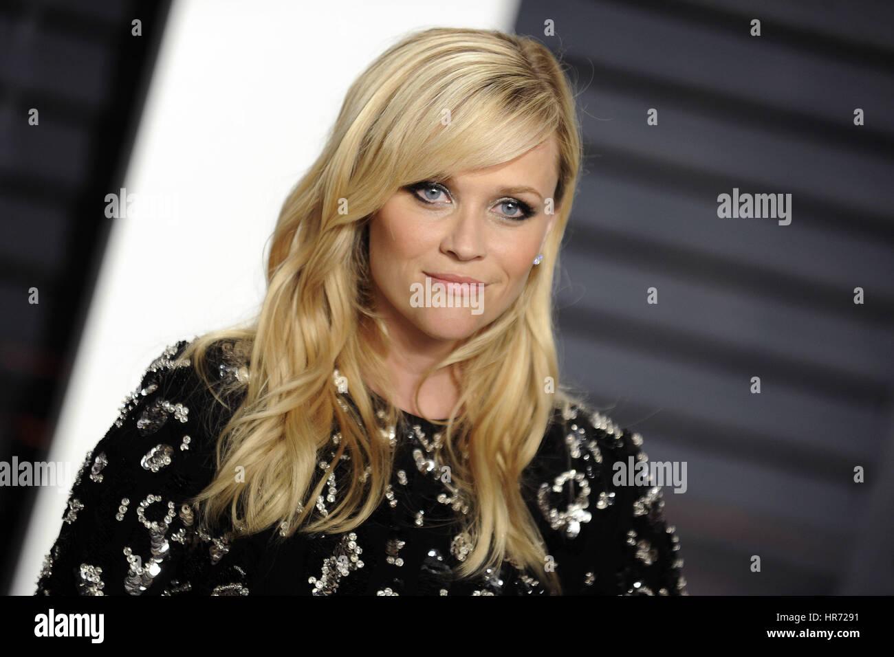 Beverly Hills, California. 26 Feb, 2017. Reese Witherspoon atiende el 2017 Vanity Fair Oscar Party organizada por Imagen De Stock