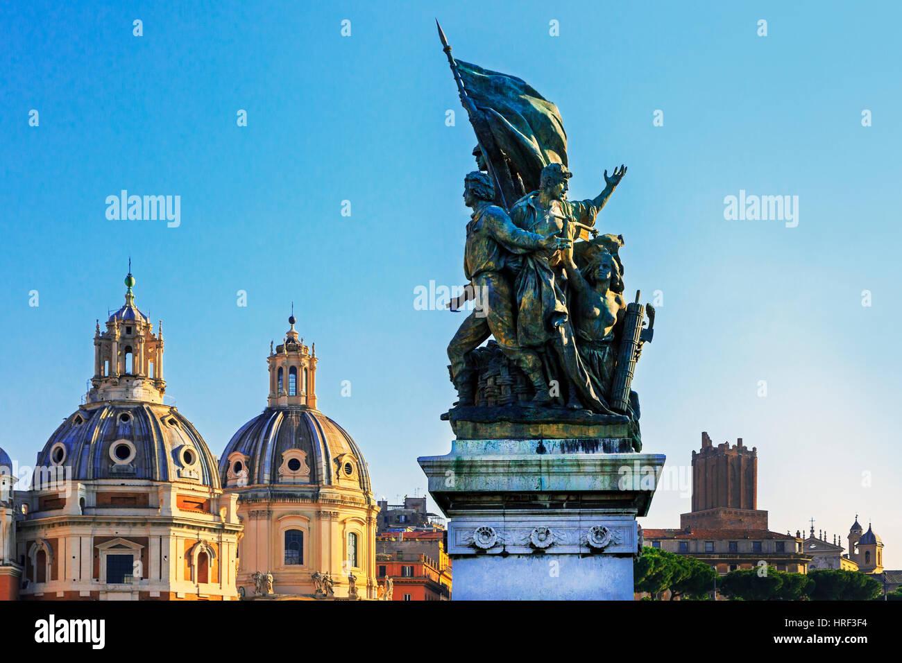 Muy temprano en la mañana en la Plaza de San Marcos, con la parte superior de Nero's Tower, Torre delle Imagen De Stock