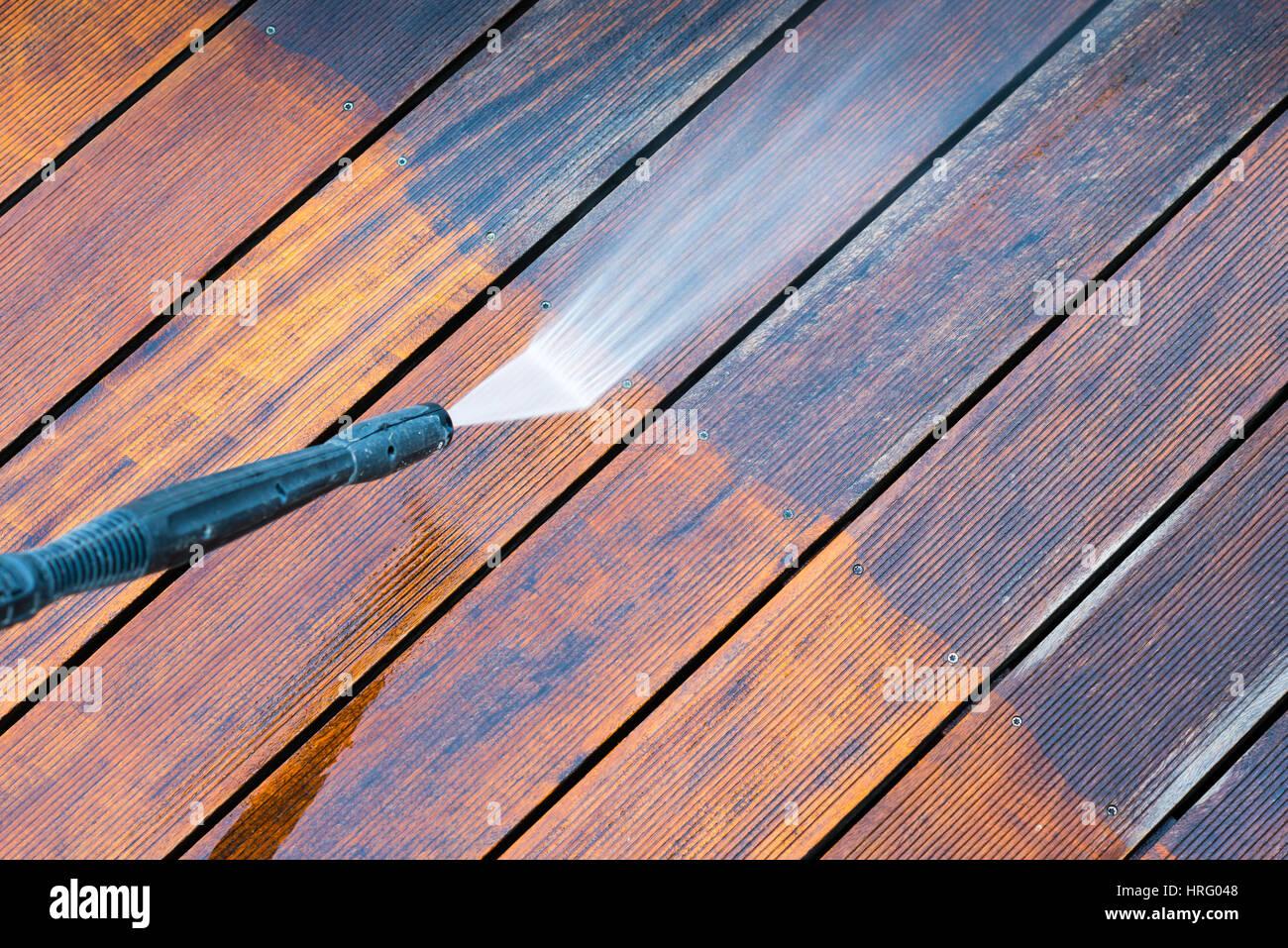 Limpieza De Terraza Con La Hidrolavadora Limpiador De Alta