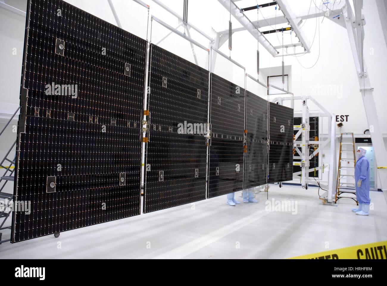 Los paneles solares de la nave Dawn Imagen De Stock
