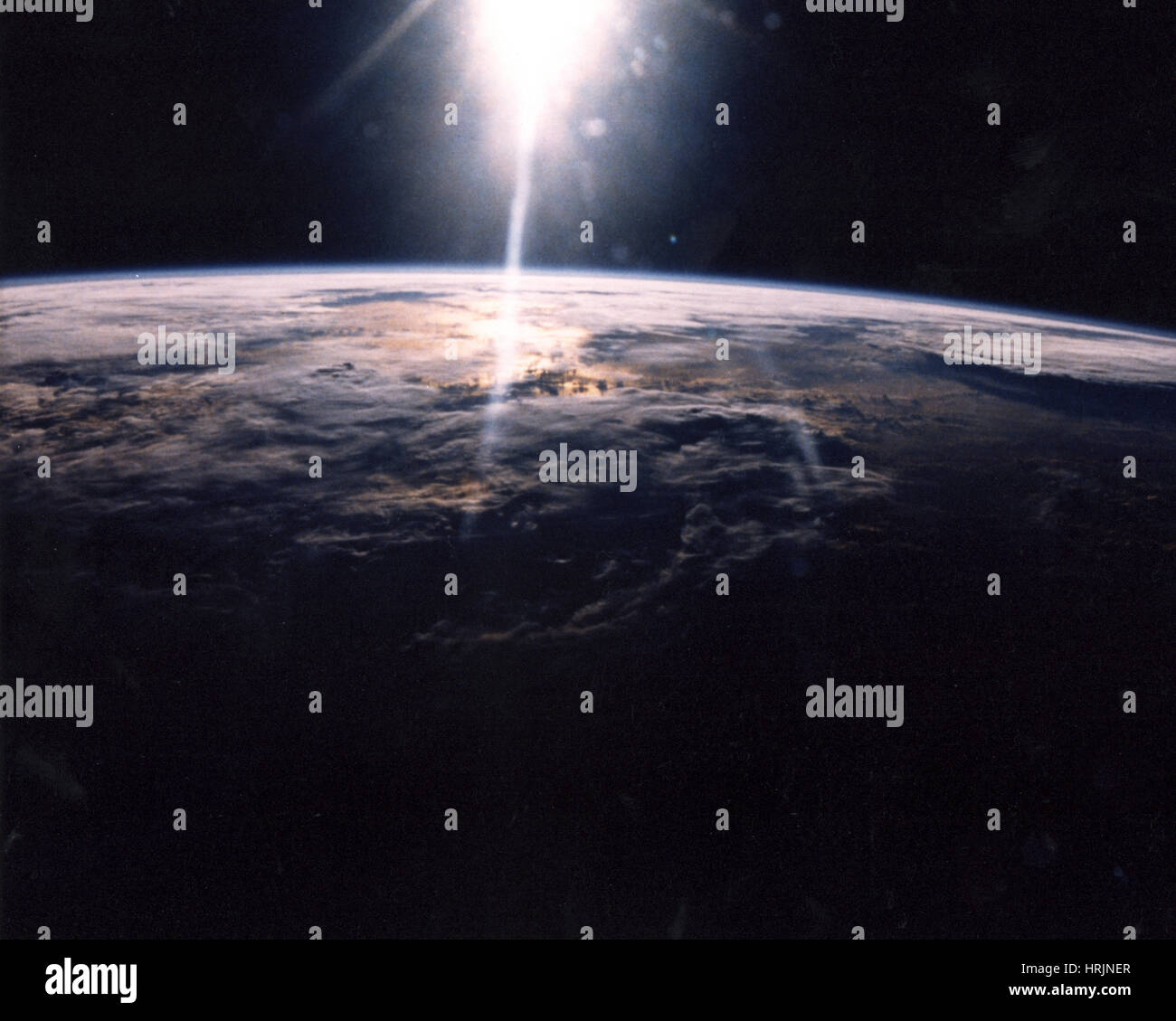 STS-29, la nube cubrió la Tierra, 1989 Imagen De Stock