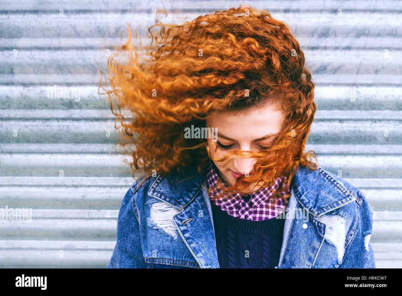 Retrato de una bella pelirroja adolescente Imagen De Stock