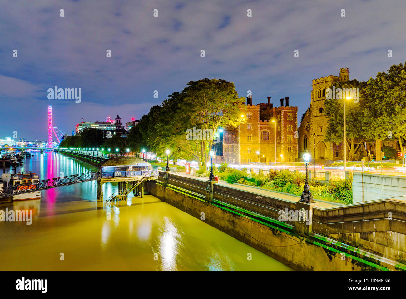 Riverside vista de Londres de noche desde el puente de Lambeth Imagen De Stock