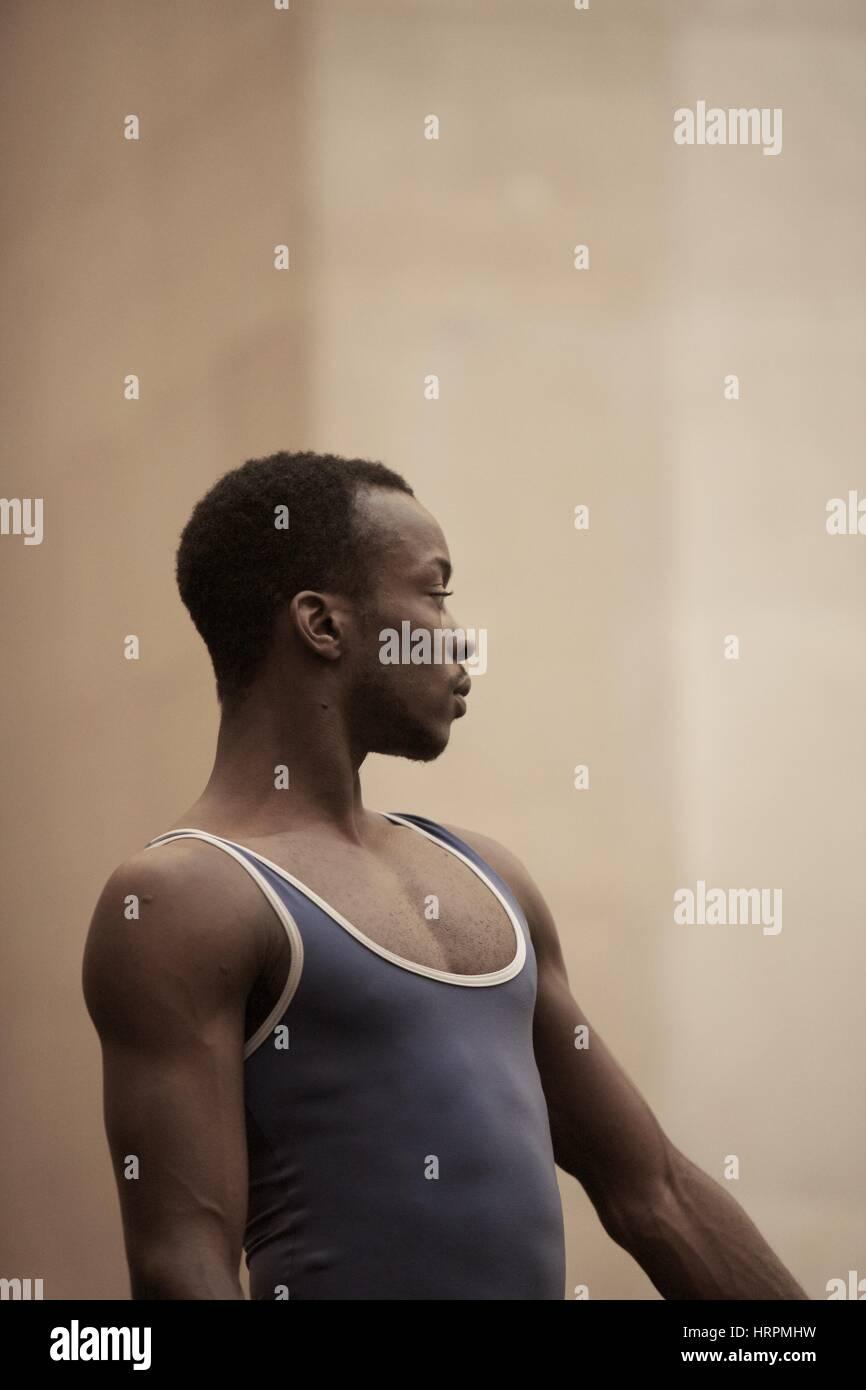 Bailarina de ballet masculino parte de una compañía de Ballet Nacional Inglés en Tate Britain representando Imagen De Stock