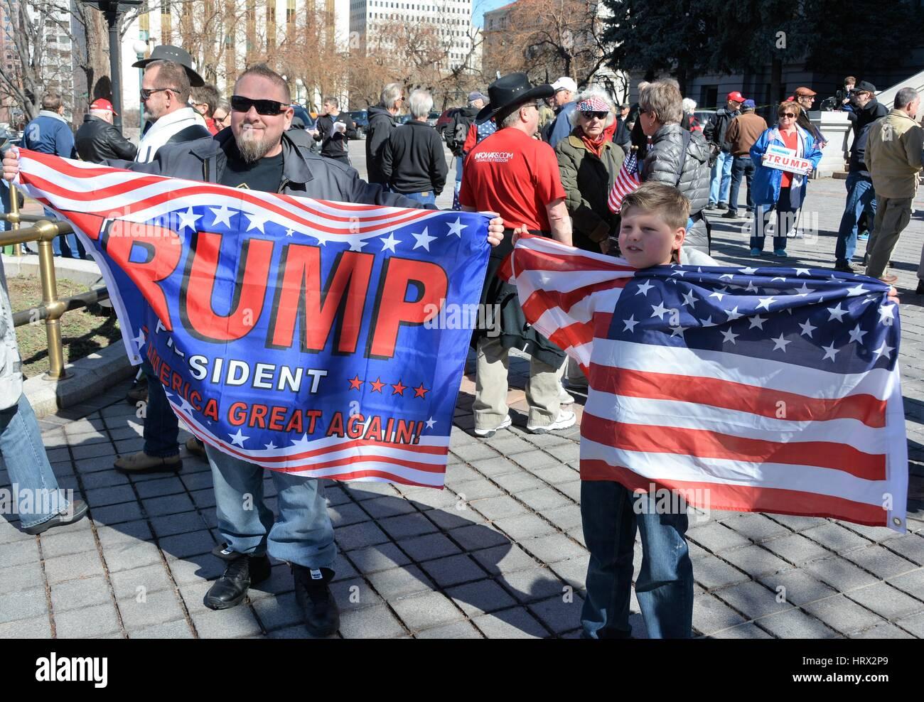 Padre e Hijo en el Trump Rally Foto de stock
