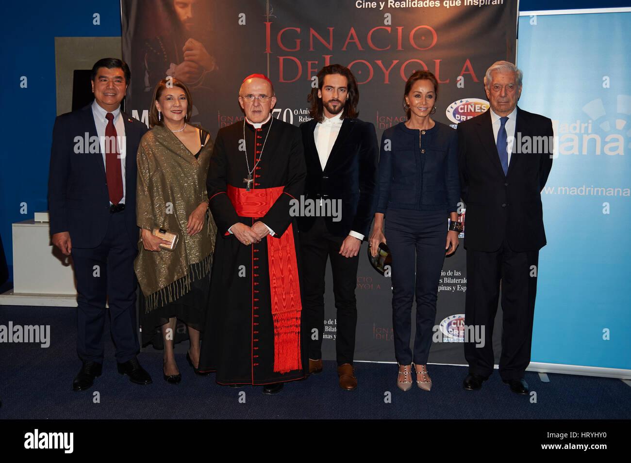 Madrid, España. 04 Mar, 2017. Isabel Preysler y marido Vargas Llosa con el cardenal de Madrid Carlos Osoro Imagen De Stock