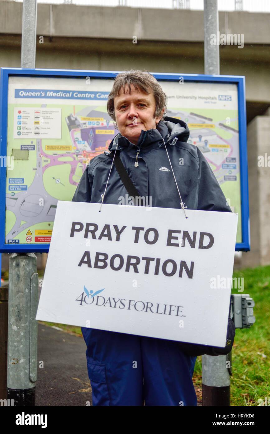 Nottingham, Reino Unido. El 5 de marzo de 2017. 40 días por la vida vigil,fuera del centro de tratamiento en el Queens medical center.activistas anti-aborto planea celebrar una vigilia pacífica el día 41 de 8am a 8pm diariamente . Crédito: Ian Francis/Alamy Live News Foto de stock