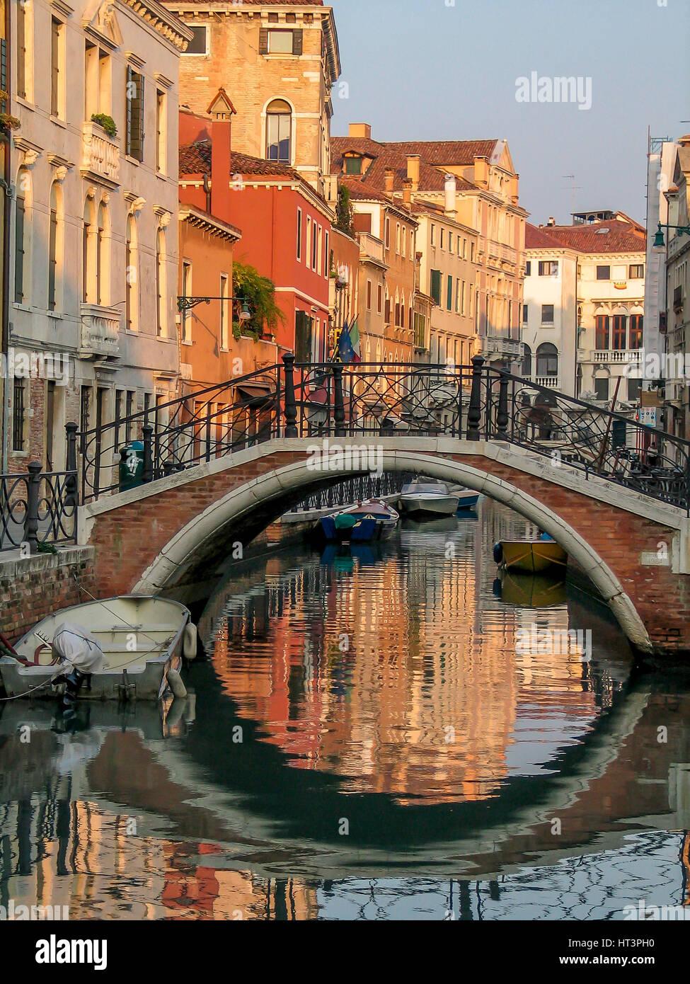 Canal Venecia . Italia Foto de stock