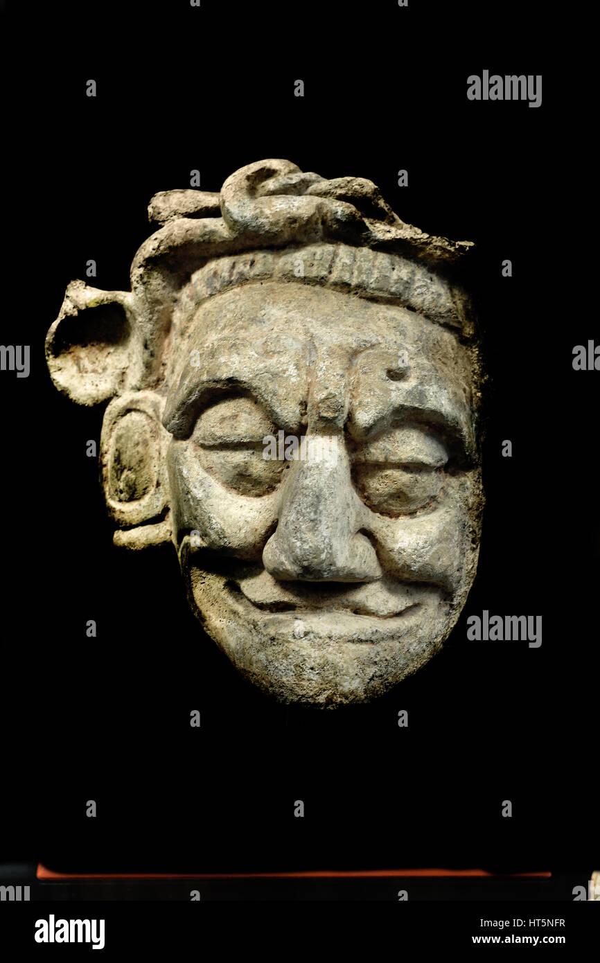 Representacion Del Dios Jaguar Del Inframundo Mascara De Estuco Clasico Tardio De La Cultura Maya Guatemala 17 1 X 14 5 X 9 Cm Los Mayas Maya Civilizacion Mesoamericana Precolombino De America