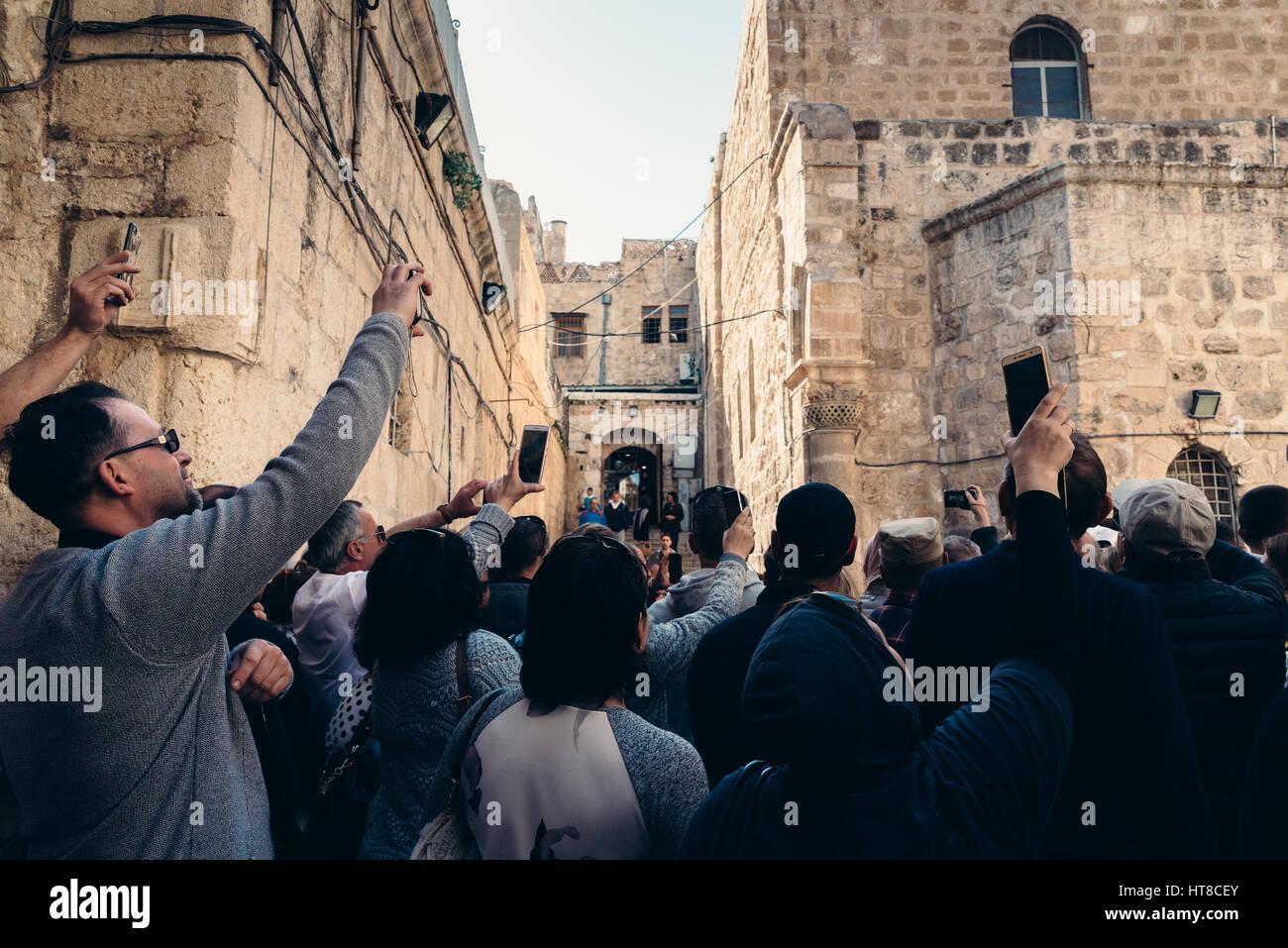 Los turistas y lugareños en la ciudad vieja de Jerusalén, Israel Imagen De Stock