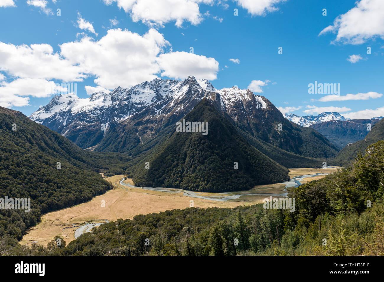 Vista sobre el Routeburn Flats, Routeburn Track, detrás de las montañas de Humboldt, Westland, distrito Imagen De Stock