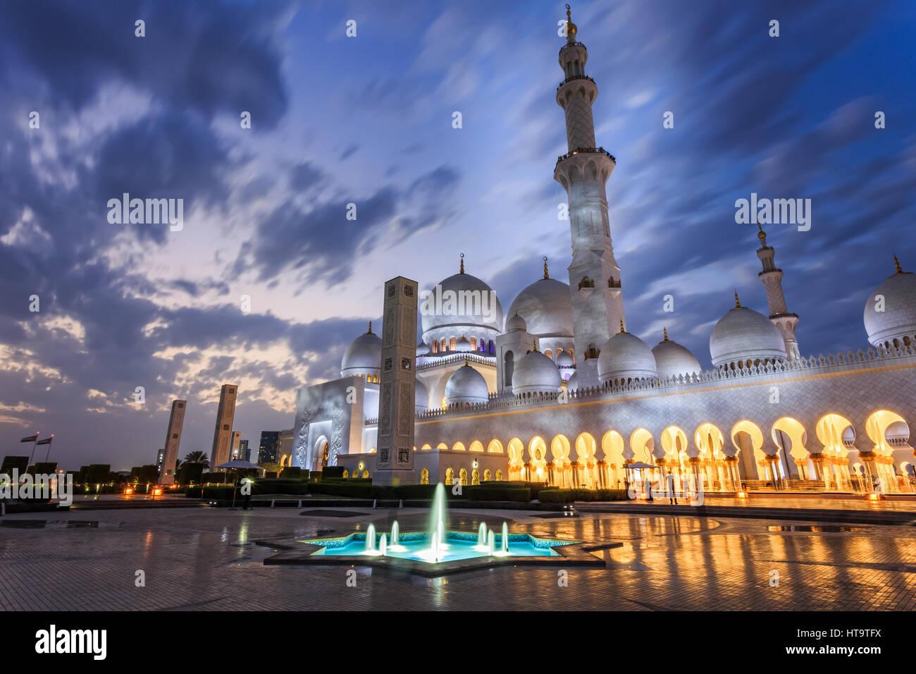 Gran Mezquita de Sheikh Zayed al anochecer, Abu-Dhabi, UA Imagen De Stock