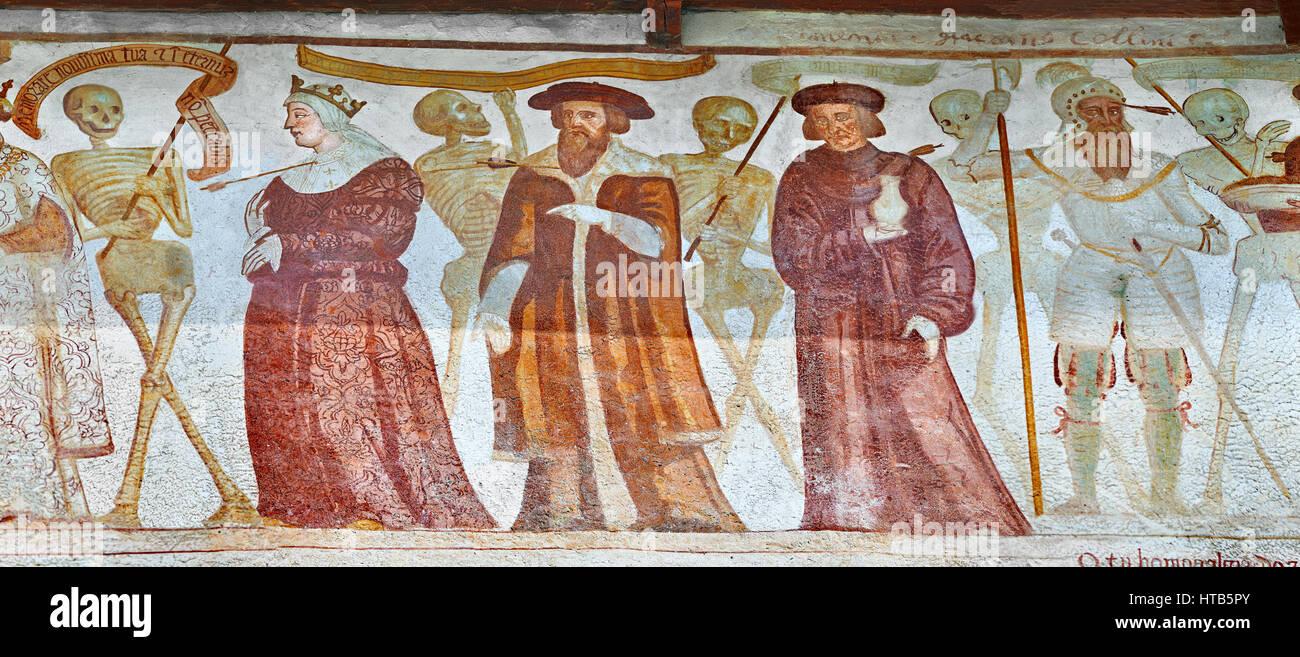 """Las pinturas al fresco de la Iglesia de San Vigilio en Pinzolo, """"La Danza de la muerte"""" pintado por Simone Imagen De Stock"""