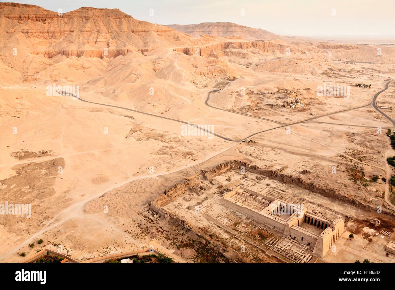 Medinet Tabu Templo Valle De Las Reinas Luxor Egipto Foto