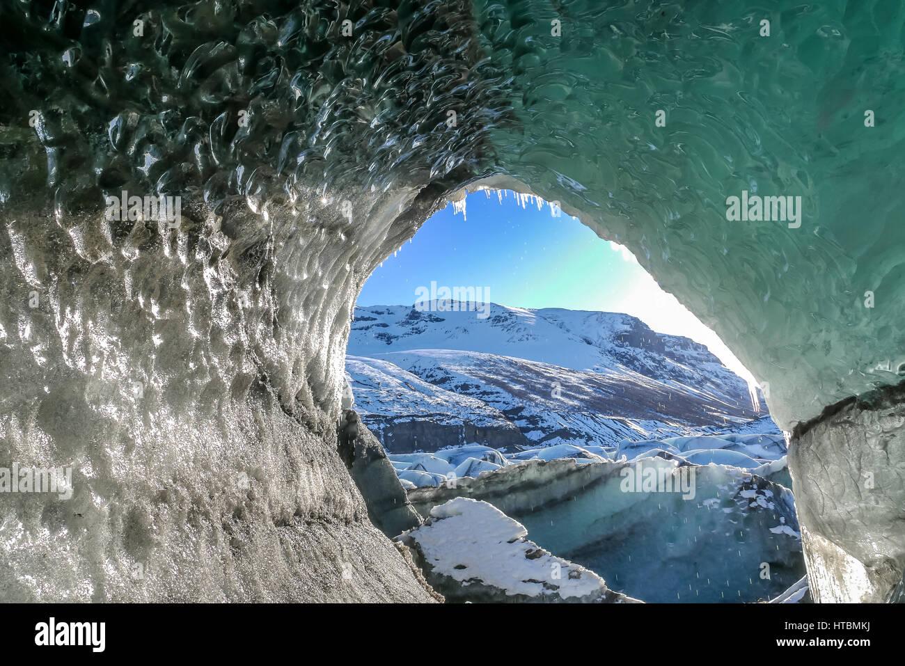 Fusión Natural Svinafellsjokulsvegur agujero en la lengua del glaciar de Vatnajökull en Islandia en invierno, Imagen De Stock