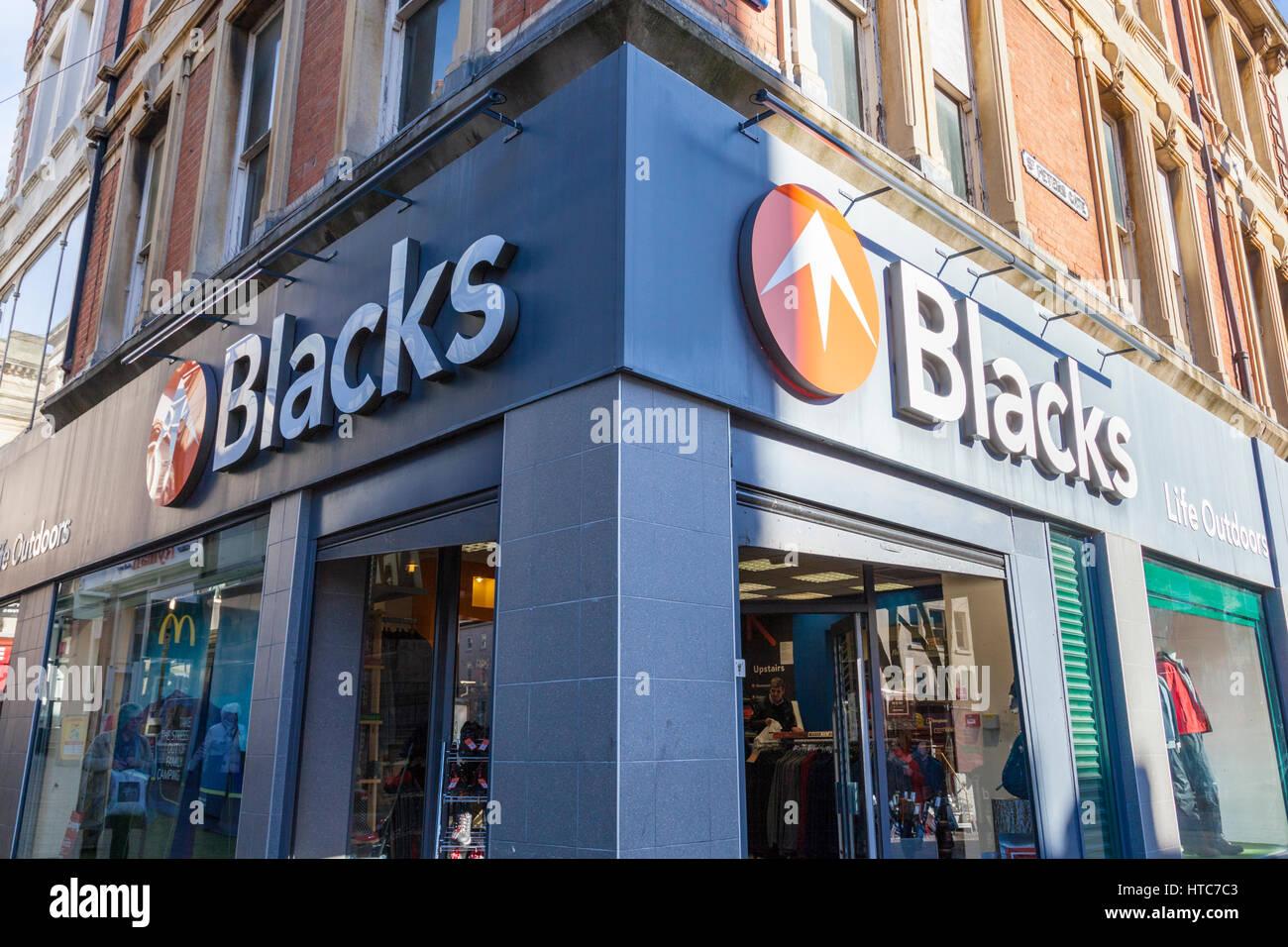 Los negros de ropa de calle y tienda de acampar, Nottingham, Inglaterra, Reino Unido. Imagen De Stock