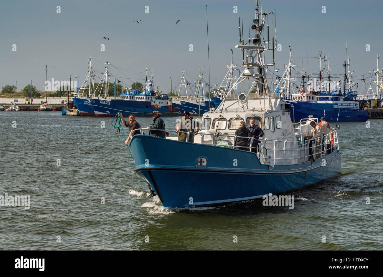 Arrastrero de recreo en el puerto de Wladyslawowo, Pomerania, Polonia Foto de stock