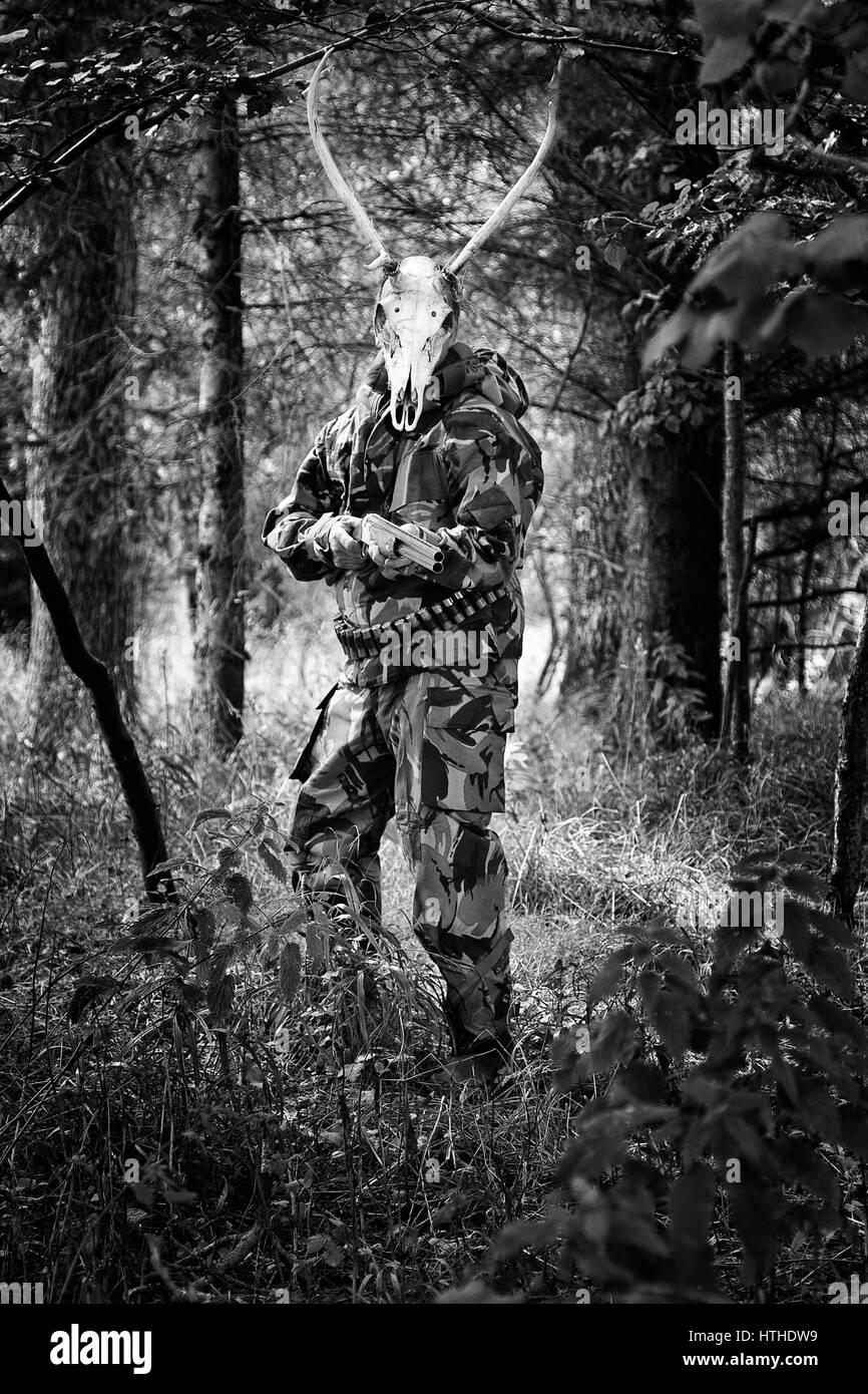 Hombre con ciervos cráneo Imagen De Stock